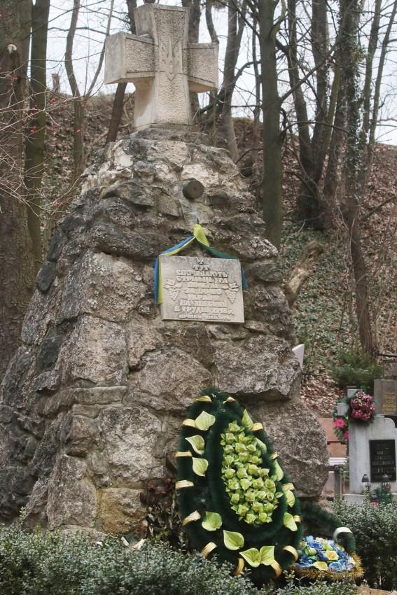 Grób żołnierzy UAH na cmentarzu zniesieńskim (ulica Zakłyńskich).