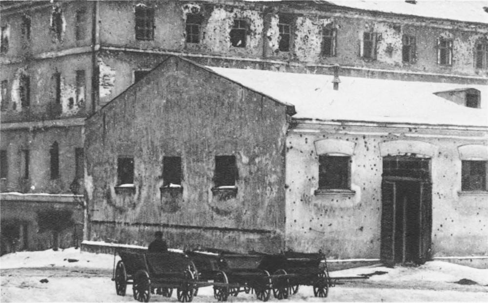 Zniszczenia koszar. Źródło Semper Fidelis: Obrona Lwowa w obrazach współczesnych, 1930, tabl. 37