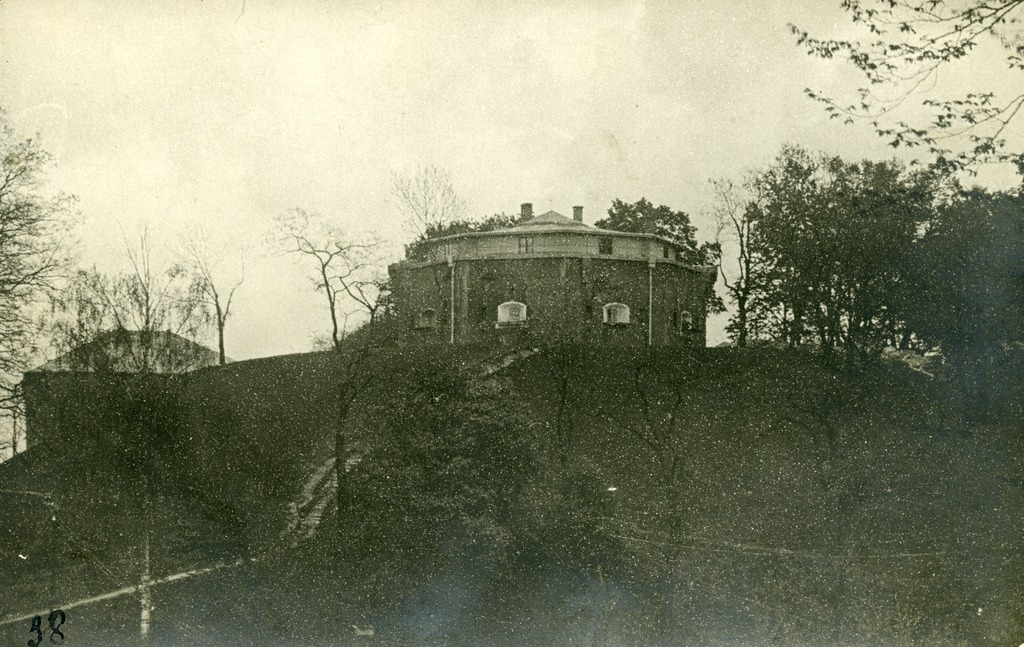 One of the citadel towers that was burned up by Ukrainians during their retreat. Source: Semper Fidelis, 1930