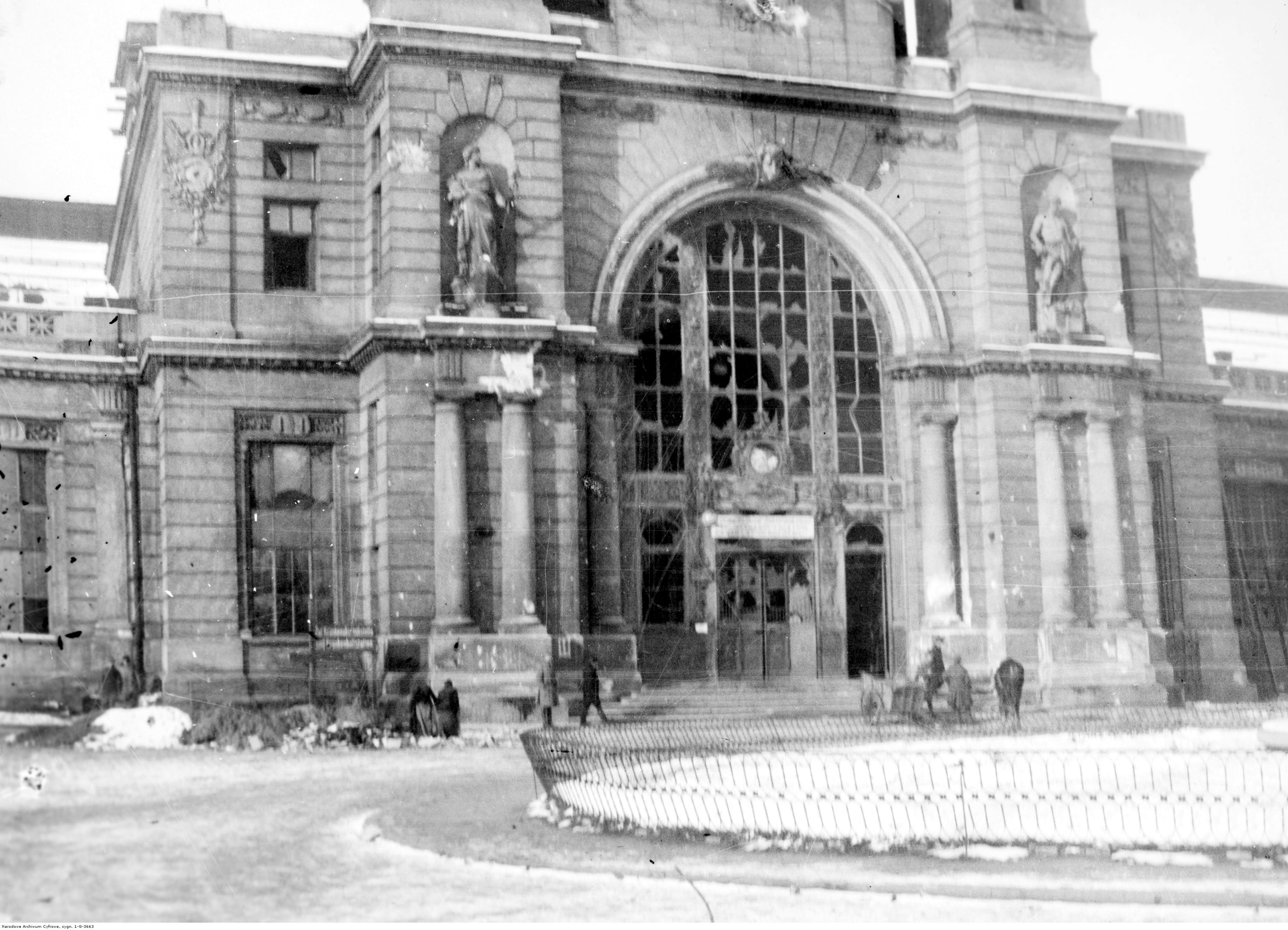 State of the railway station after the battles on November 3-4. Source: NArodowe Archiwum Cyfrowe