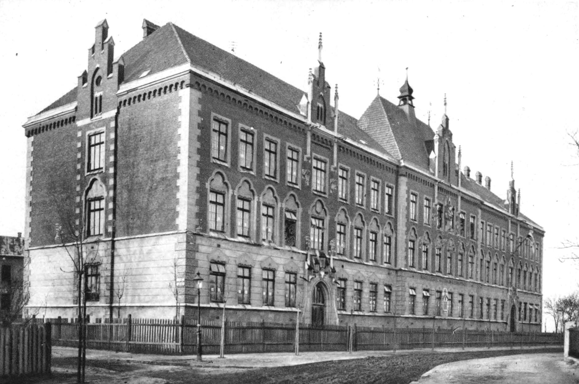 Szkoła imienia Sienkiewicza. Źródło: Semper Fidelis 1930