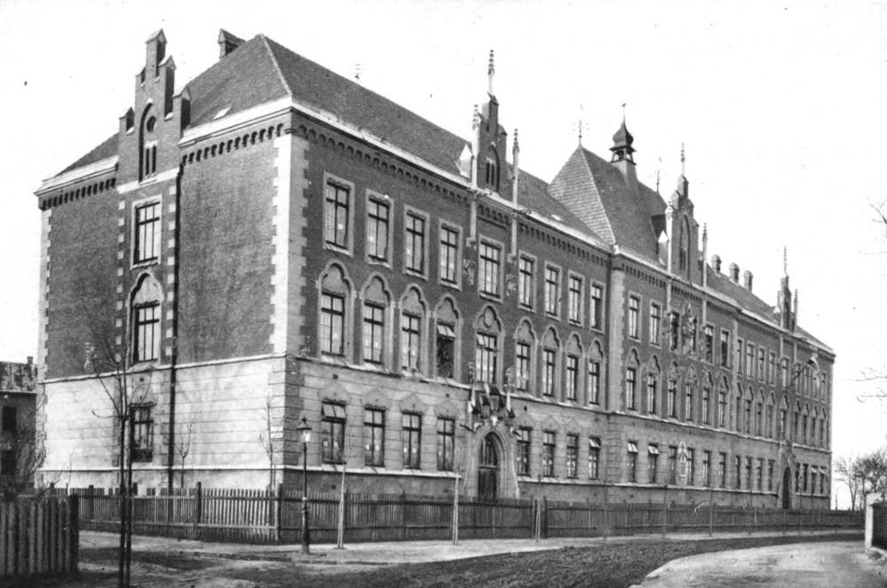 Henryk Sienkiewicz school. Source: Semper Fidelis, 1930