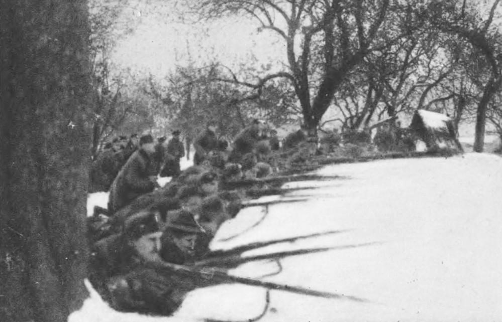 Fights in the Jesuit Garden (now Ivan Franko park). Source: Semper Fidelis, 1930