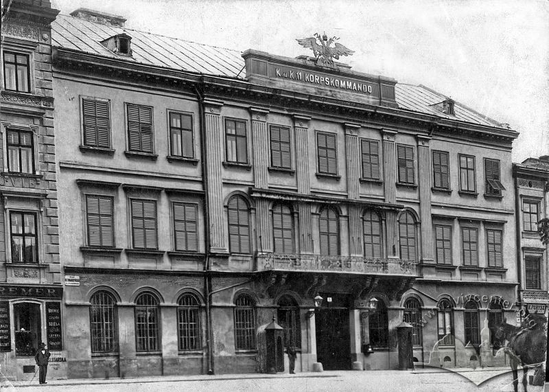 The Military Command building on pl. Soborna, 6 (then plac Bernardyński), where the City Commandant worked.