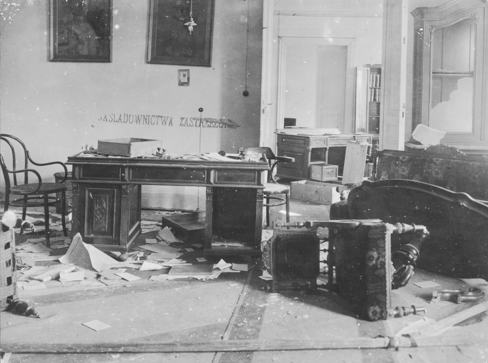 Office of the Police Director Reinländer after the events in November 1918