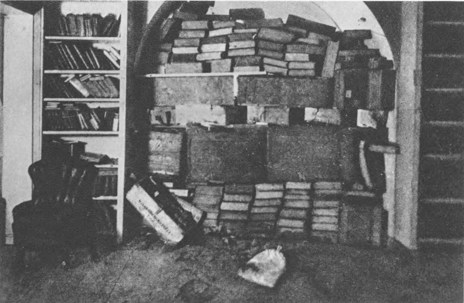 Бібліотека у інституті Оссолінських (тепер бібліотека імені Стефаника) під час листопадових боїв
