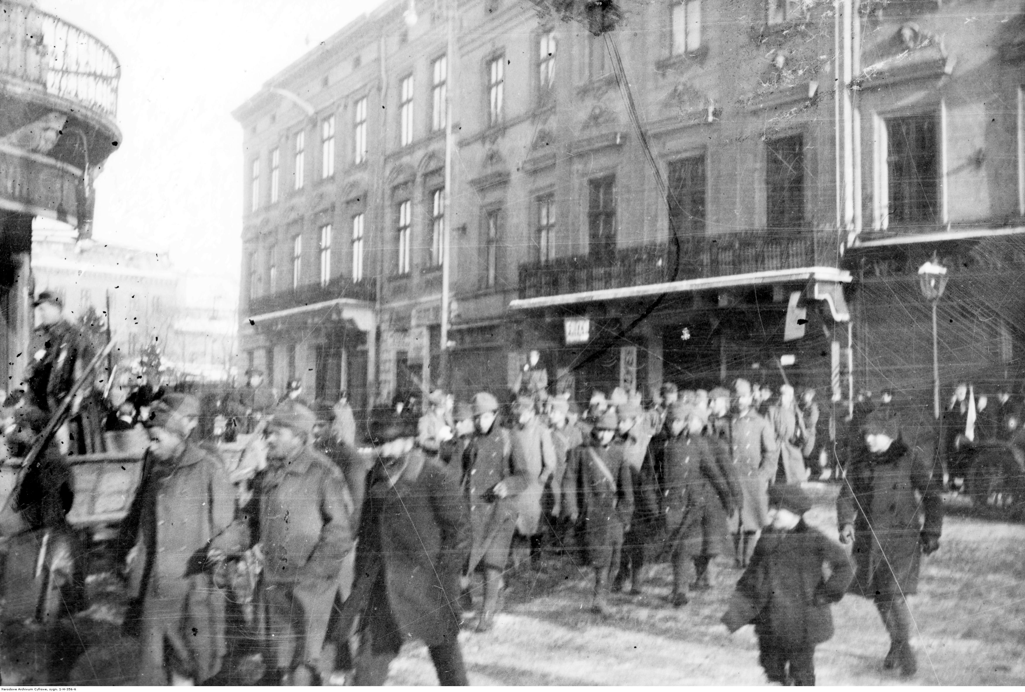 Ukrainian POWs are lead through the streets of Lviv to the court building (November 23, 1918). Source: Narodowe Archiwum Cyfrowe