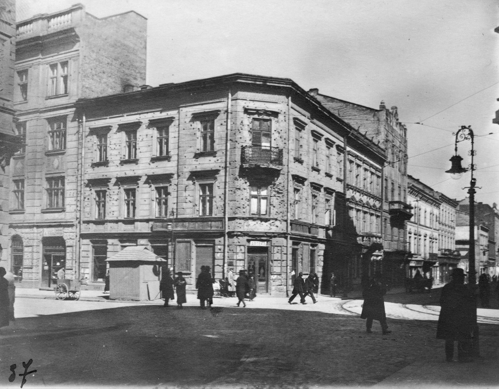 House at ulica Sykstuska, 36 (today, Doroshenka), with numerous gun shots. From the collection of Stepan Hayduchok