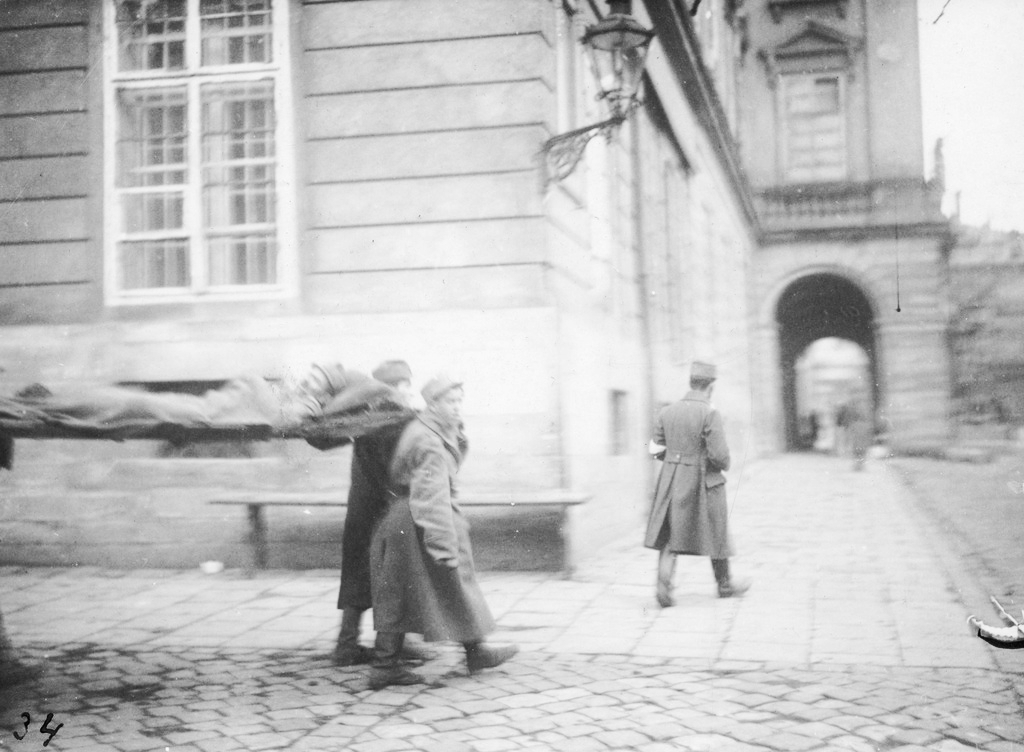 Ukrainian soldiers taking a wounded companion to the city hall. From the collection of Stepan Hayduchok